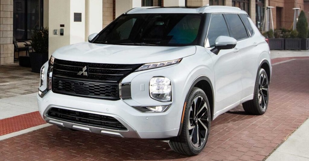 The 2022 Mitsubishi Outlander Brings Striking Good Looks to the Road