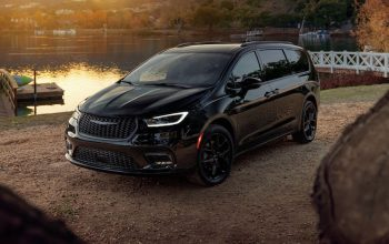 Chrysler-Pacifica-black-limited-lake